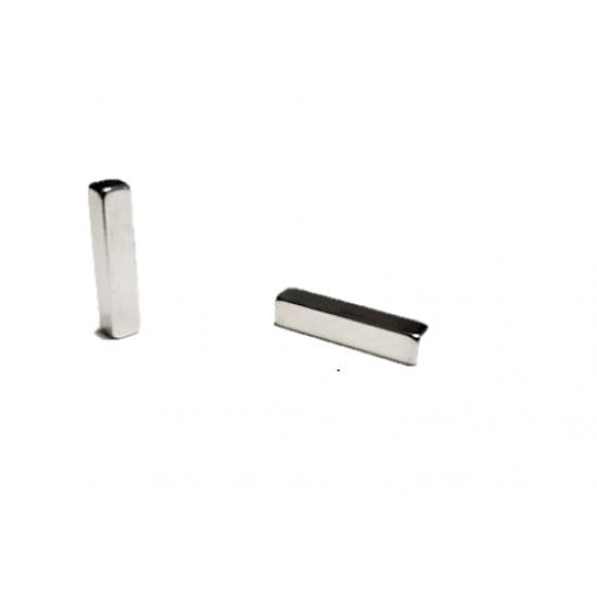 Neodímium hasáb mágnes,  4mm x 4mm x 19mm, N35